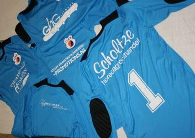 Sportkleding bedrukken rugnummer sponsor logo
