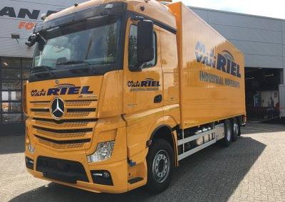 vrachtwagenbelettering van riel